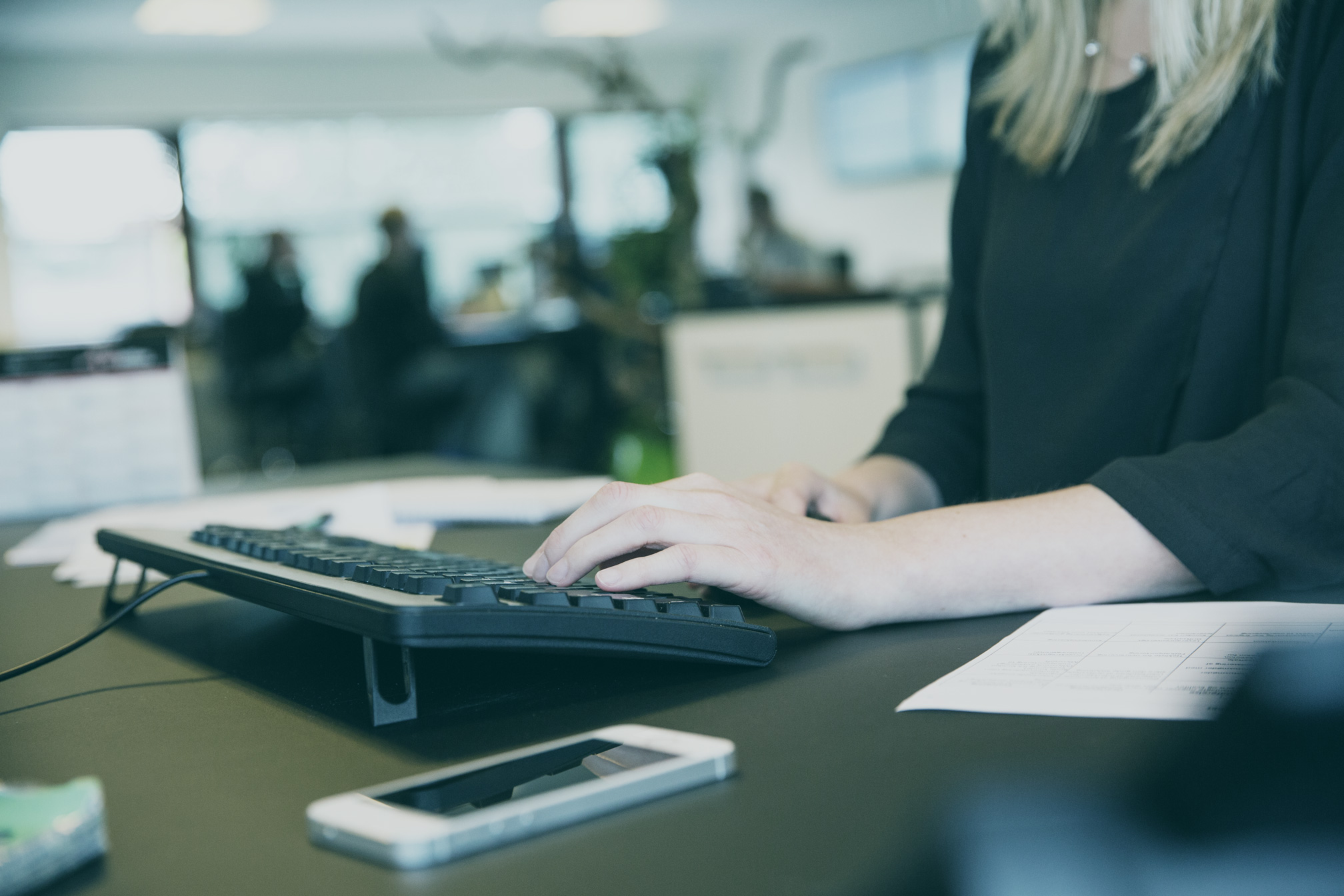 hænder-på-tastatur